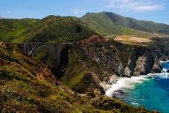 Bro på stora Sur Kalifornien Arkivfoto