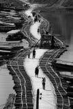 Bro på vattnet Arkivbild