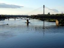 Bro på Vistula River, Warszawa arkivbild