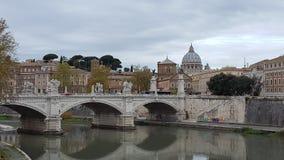 Bro Ponte Sant& x27; Angelo i Rome, Italien Arkivfoton