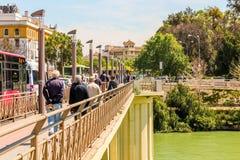 Bro Puente San Telmo, i Seville, Spanien arkivfoto
