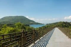 Bro som leder till avståndet Royaltyfri Bild