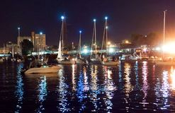 Bro som lyfter, motvikt, service, flod, gunga, yacht, stad, festival, natt royaltyfri bild