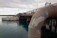 Bro som spänner över sjön Macquarie i Australien Arkivbilder