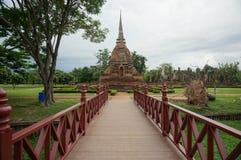 Bro som stenar pagoden, Thailand som är utomhus- Arkivfoton