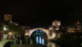 Bro Stari mest i Moster över floden Neretva Arkivbilder