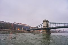 Bro Szechenji i Budapest Arkivfoton