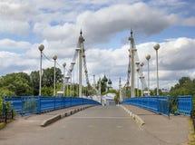 Bro till ön Damanskii russia yaroslavl Arkivfoton