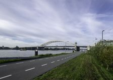 Bro Van Brienenoordbrug i Rotterdam arkivbild