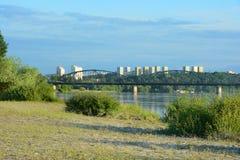 bro över floden vistula Trans.infrastruktur i Grud Arkivfoto