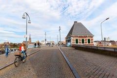 Bro över Meusen i Maastricht, Nederländerna Arkivfoton