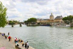 Bro över Seinet River, Paris Arkivfoto