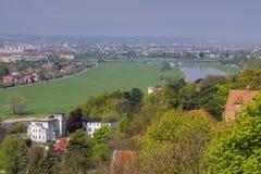 Bro Waldschloesschenbruecke över floden Elbe Arkivfoto