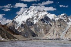 Broadpeak山和vigne冰川, K2艰苦跋涉,斯卡都,基尔吉特Ba 免版税库存照片