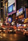 Broadway bij nacht Stock Foto's