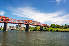 Broadway bro i Portland, Oregon Royaltyfria Bilder