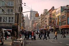 Broadway del este en Chinatown Nueva York los E.E.U.U. 2013 Imágenes de archivo libres de regalías