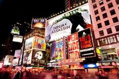 Broadway esquadra às vezes em Noite Foto de Stock Royalty Free