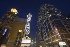 Broadway Portland Oregon på aftonblåtttimmen Arkivfoton