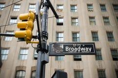 Broadway-Straßenschild Stockfotos