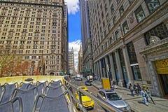 100 Broadway-straat in Uit het stadscentrum Manhattan Royalty-vrije Stock Afbeeldingen