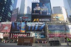 Broadway undertecknar in Manhattan fotografering för bildbyråer