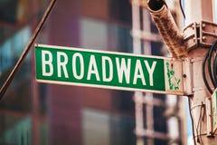 Broadway unterzeichnen herein New York City, USA Lizenzfreie Stockfotografie