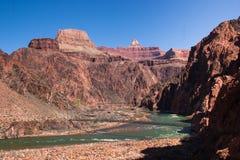 Broar över Coloradofloden som är längst ner av Grand Canyon Arkivfoton