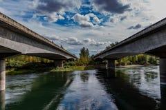 Broar över den Santiam floden royaltyfria bilder