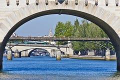 Broar över floden Seine Arkivfoton