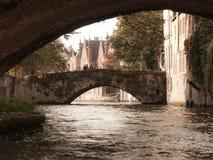 Broar över kanalen i belgaren Bruges Royaltyfria Bilder