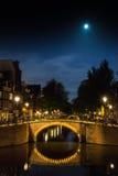 Broar över kanalerna av Amsterdam Arkivbilder