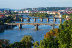 Broar av Prague över den VLtava floden Arkivbilder