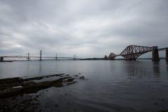 Broar i framåt royaltyfri bild