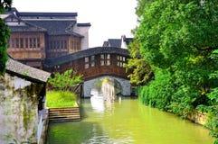 Broar och floden Arkivbild