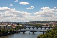 Broar på den Vltava floden i Prague - Tjeckien fotografering för bildbyråer