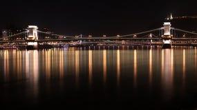 Broar på natten, Budapest, Ungern Arkivbilder