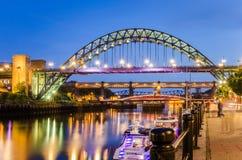 Broar på skymning royaltyfri bild