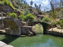 broar två arkivfoton