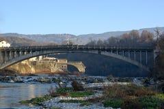 Broarna på floden Piave som är sakral till deras hemland royaltyfri bild