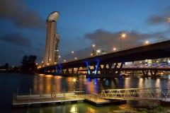 Broarna på marina Arkivbild