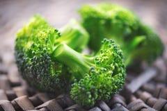 brocaded Closeup av den nya gröna broccoligruppen arkivfoton