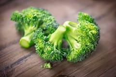 brocaded Closeup av den nya gröna broccoligruppen royaltyfri fotografi