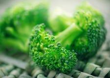 brocaded Closeup av ny grön broccoli fotografering för bildbyråer