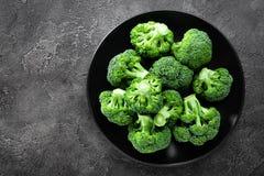 brocaded Ny broccoli pläterar på royaltyfria foton
