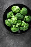 brocaded Ny broccoli pläterar på arkivbild