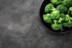 brocaded Ny broccoli pläterar på arkivbilder