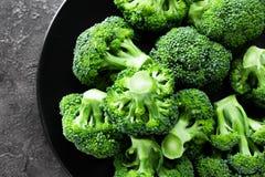 brocaded Ny broccoli pläterar på royaltyfri foto
