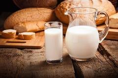 Brocca con latte Immagine Stock Libera da Diritti