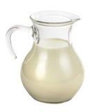 Brocca del vetro trasparente con latte Immagine Stock